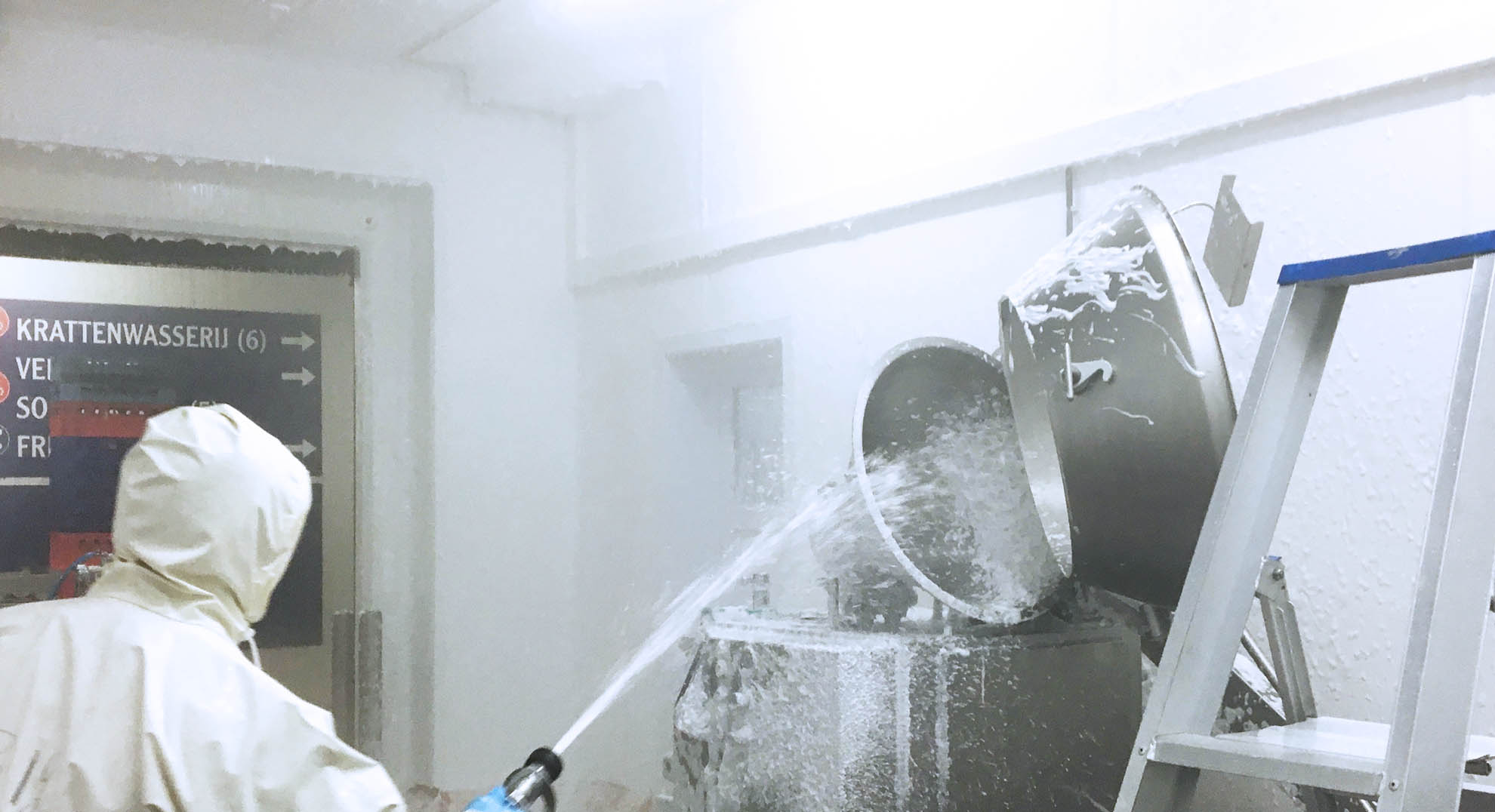 Cleaning FRP walls and ceilings with foam
